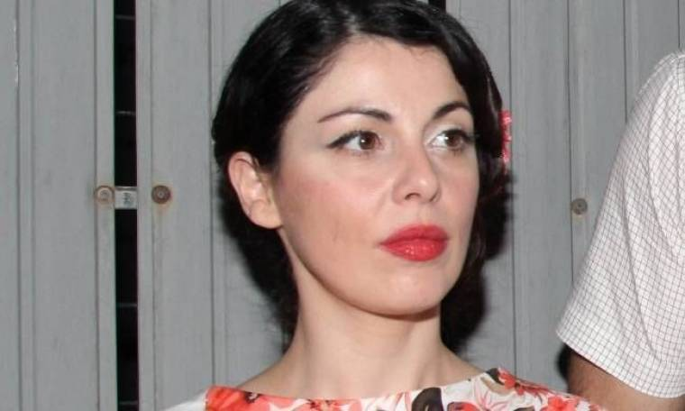 Μένη Κωνσταντινίδου: «Στο σχολείο ήμουν δακτυλοδεικτούμενη»