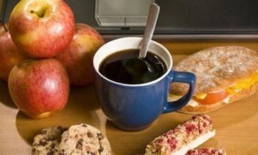 Πάρτε ιδέες: 10 υγιεινά (αλλά πεντανόστιμα) σνακ για το γραφείο!