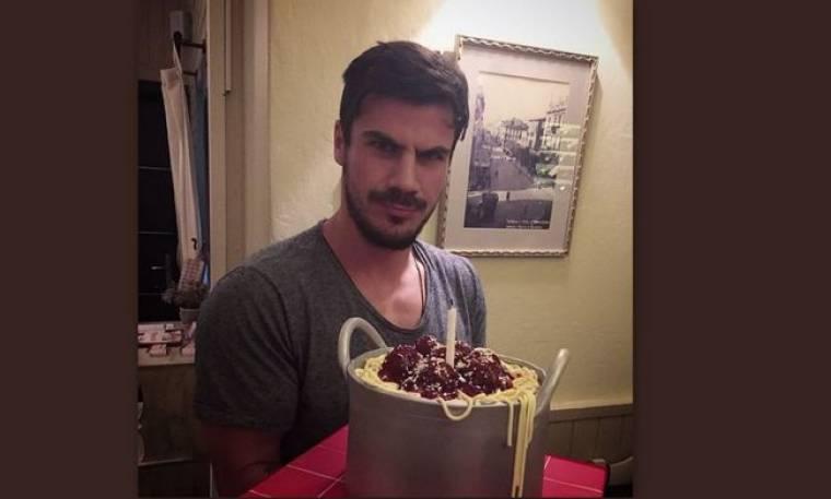 Τα γενέθλια του Άκη, η εντυπωσιακή τούρτα και η ηλικία του
