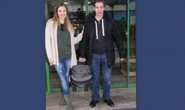 Χρουσαλά-Πατίτσας: Εξιτήριο από το μαιευτήριο με τον γιο τους