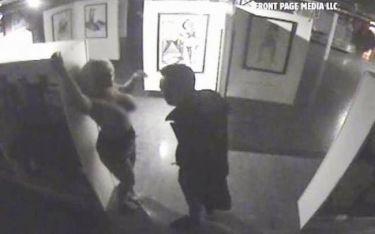 Σεξ στο Μουσείο – Η κάμερα «συνέλαβε» τους ασυγκράτητους εραστές (video)