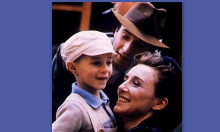 Πώς είναι σήμερα το γλυκό αγοράκι από την ταινία «Η ζωή είναι ωραία» του Μπενίνι;