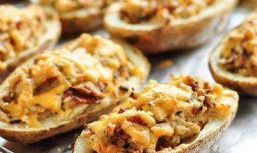 Πεντανόστιμες γεμιστές πατάτες με τυριά και μπέικον!