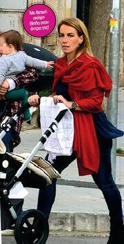Δανάη Στράτου: Η  βόλτα της συζύγου του Γιάνη Βαρουφάκη ανήμερα της Γιορτής της γυναίκας (φωτό)