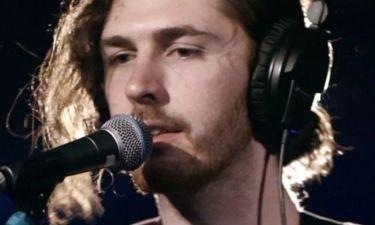 Hozier: O Ιρλανδός Ιχθύς με νέο τραγούδι μετά το θριαμβευτικό «Take me to church»
