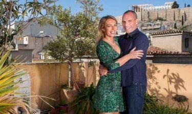 Γιάνης Βαρουφάκης - Δανάη Στράτου: Ποζάρουν στο σπίτι τους στην Αθήνα για γαλλικό περιοδικό