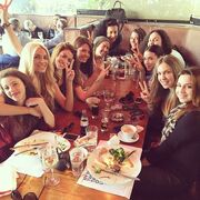 Reunion για την Κατερίνα Καινούργιου και τις συμμαθήτριές της!