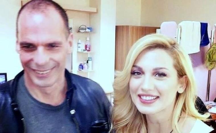 Απίστευτο: Η Σπυροπούλου έβγαλε selfie με τον Βαρουφάκη! Και δεν φαντάζεστε τι φορούσε!