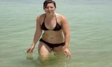 Κολύμπησε στην νεκρά θάλασσα και ανέβασε αυτό το βίντεο!