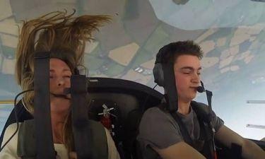 Πιλότος ακροβατικού αεροσκάφους τρομοκρατεί τους φίλους του (video)