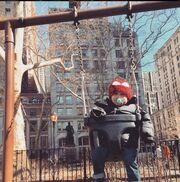 Σοφία Καρβέλα: Με τον Νινίκο στην παιδική χαρά