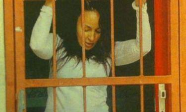 Σπαράζει στο κλάμα η Βίκυ Σταμάτη - Δέχθηκε ξυλοδαρμό από τον φύλακα