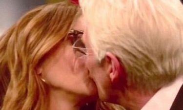 Παλιοί συμπρωταγωνιστές συναντιούνται ξανά στο πλατό και ανταλλάσουν φιλί στο στόμα!