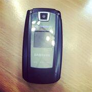 Σε ποιον συνεργάτη της Ελένης ανήκει αυτό το παμπάλαιο κινητό;