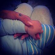 Νανουρίζει το μωράκι της η….