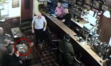 Φάντασμα (;) ανατινάζει μπύρα σε πάμπ! (video)