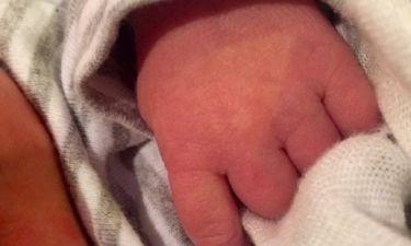 Η 31χρονη διάσημη μαμά μας έδειξε για πρώτη φορά τον ενός μηνός γιο της
