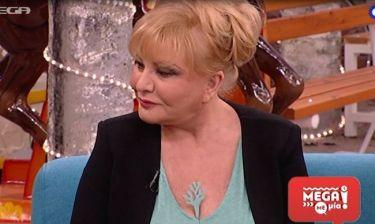 Απίστευτα σεξουαλικά υπονοούμενα για το δεντράκι της Παγιατάκη που βγήκε από το στήθος της!