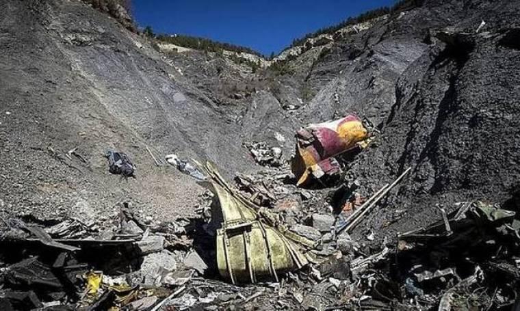 Συντριβή Airbus: Κινητά τηλέφωνα βρέθηκαν στο σημείο του δυστυχήματος