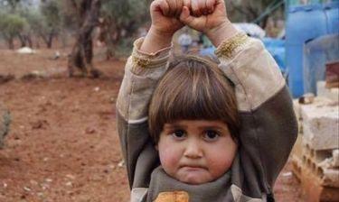Τραγική κατάληξη για το κοριτσάκι που «παραδόθηκε» στην κάμερα νομίζοντας πως είναι όπλο!