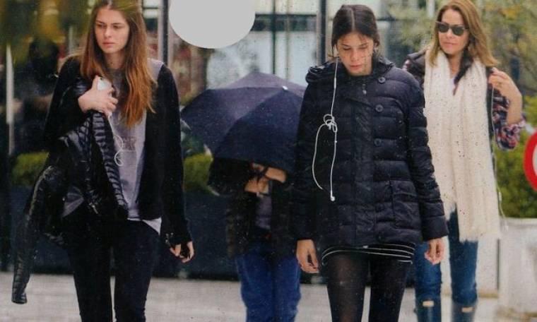 Τζένη Μπαλατσινού: Βόλτα στην Κηφισιά με τα παιδιά της