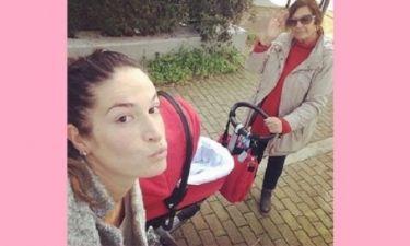 Εύα Λάσκαρη: Η πιο γλυκιά σέλφι με το μωράκι της! (εικόνα)