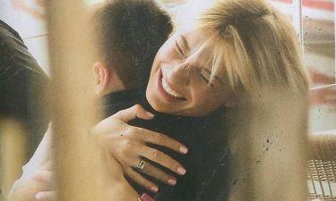 Η τρυφερή αγκαλιά της Φαίης Σκορδά στον γιο της