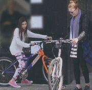 Τατιάνα Στεφανίδου: Με τα ποδήλατα για ψώνια με την κόρη της