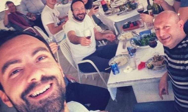 Σάκης Τανιμανίδης: Μια selfie από το πασχαλινό τραπέζι!