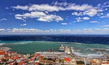 Σάμος: Εντυπωσιακές φωτογραφίες από τη φουρτουνιασμένη θάλασσα