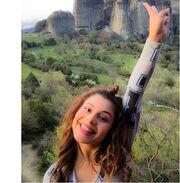 Τραγουδίστρια κάνει αναρρίχηση στα Μετέωρα!