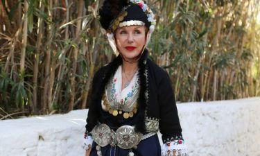 Κι όμως έκανε έτσι ντυμένη Πάσχα στη Μύκονο!