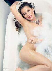 Δείτε την Σοφία Βεργάρα δίχως εσώρουχα στην μπανιέρα της!