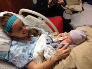 Συγκλονιστικό: Tηλεπερσόνα έκανε καισαρική μετά από 70 ώρες στο μαιευτήριο