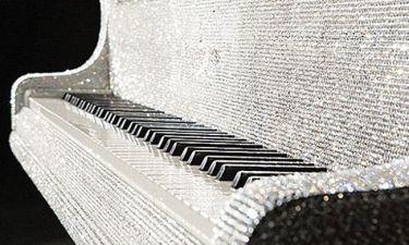 Αυτό το πιάνο έχει….500.000 Swarovski