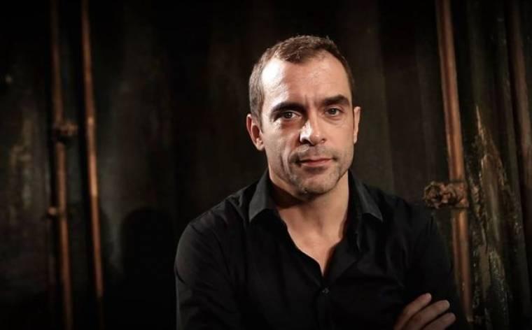 Κωνσταντίνος Μαρκουλάκης: «Σαφώς και το θέατρο είναι λαϊκή Τέχνη»