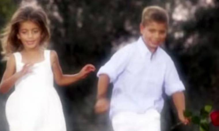Ποιου γνωστού ηθοποιού ο γιος παίζει στους τίτλους αρχής του «Ρουά ματ»;