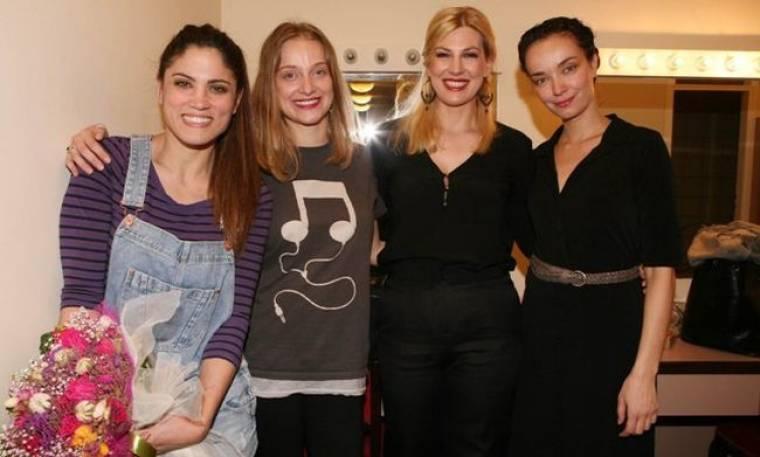 Μαίρη Συνατσάκη: Όλοι οι φίλοι της στο πλευρό της στο ντεμπούτο της στο θέατρο! (φωτό)
