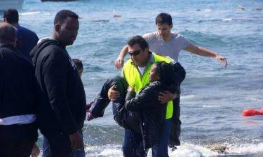 Καρέ-καρέ η συγκλονιστική επιχείρηση διάσωσης στη Ρόδο