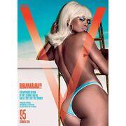 Rihanna: Αγνώριστη και γυμνή στη νέα της φωτογράφιση