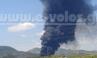 Ένας νεκρός κι άγνωστος αριθμός εγκλωβισμένων από έκρηξη σε εργοστάσιο του Βόλου