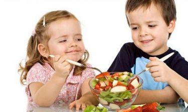 Αυτοί είναι οι «μαγικοί» τρόποι για να φάει φρούτα και λαχανικά το παιδί σας!