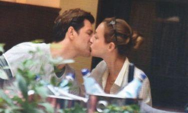 Κάτια-Σάκης: Το «καυτό» φιλί στο κέντρο της Αθήνας!