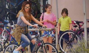Δέσποινα Βανδή: Αγόρασε καινούργια ποδήλατα για τα παιδιά της