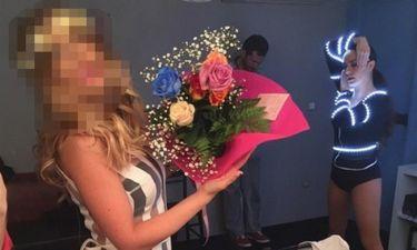 Παντρεύεται σε λίγους μήνες και δέχτηκε ανθοδέσμη στο καμαρίνι της!