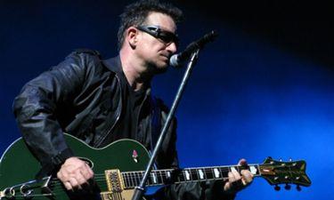 Μπόνο: Πέντε μήνες μετά το ατύχημα, εξακολουθεί να μη μπορεί να παίξει κιθάρα