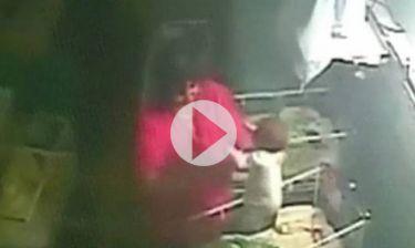 Το βίντεο που εξόργισε το διαδίκτυο: Μαία χτυπάει νεογέννητο βρέφος