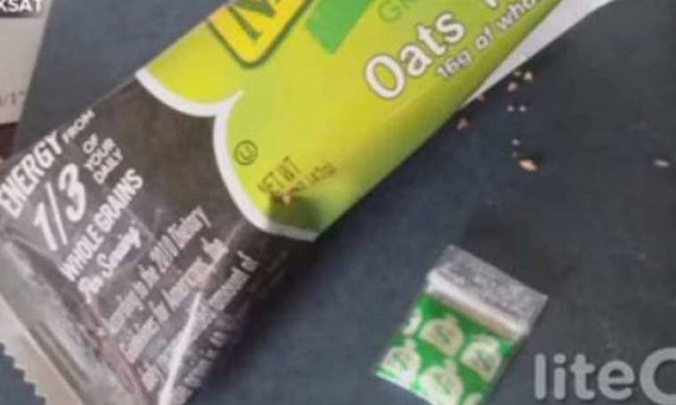 Βρήκε σακουλάκι γεμάτο κοκαΐνη στη μπάρα δημητριακών της