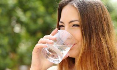 Πότε πρέπει να πίνετε κρύο και πότε ζεστό νερό