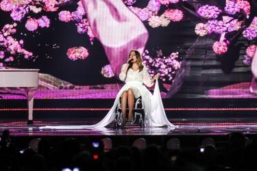 Eurovision 2015: Το αισιόδοξο μήνυμα της Πολωνίας και η συγκινητική εμφάνιση